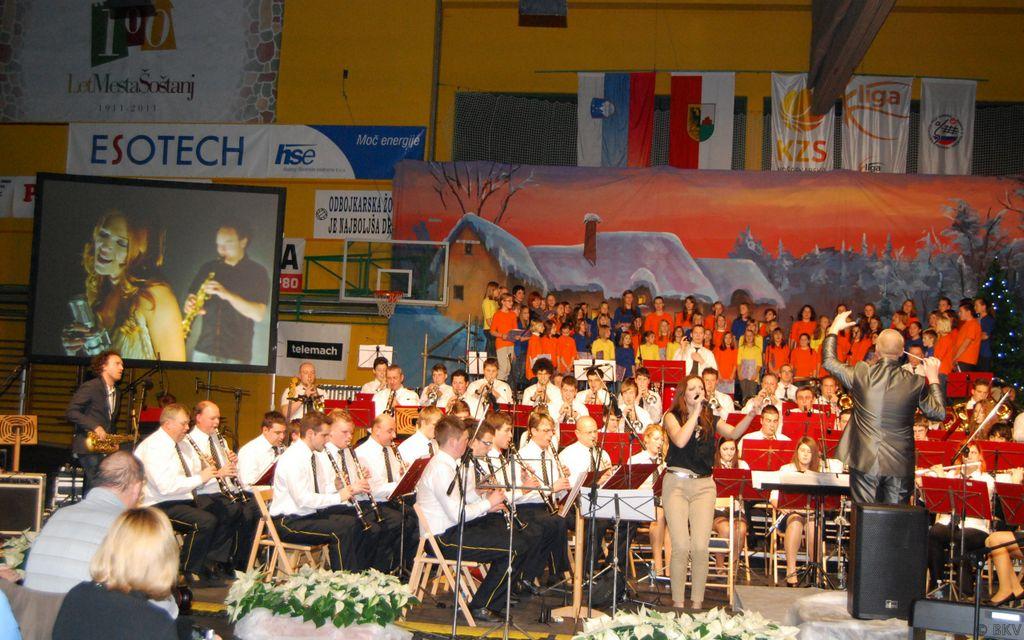 koncertZarjazgosti23_12_2012NinaPuslar